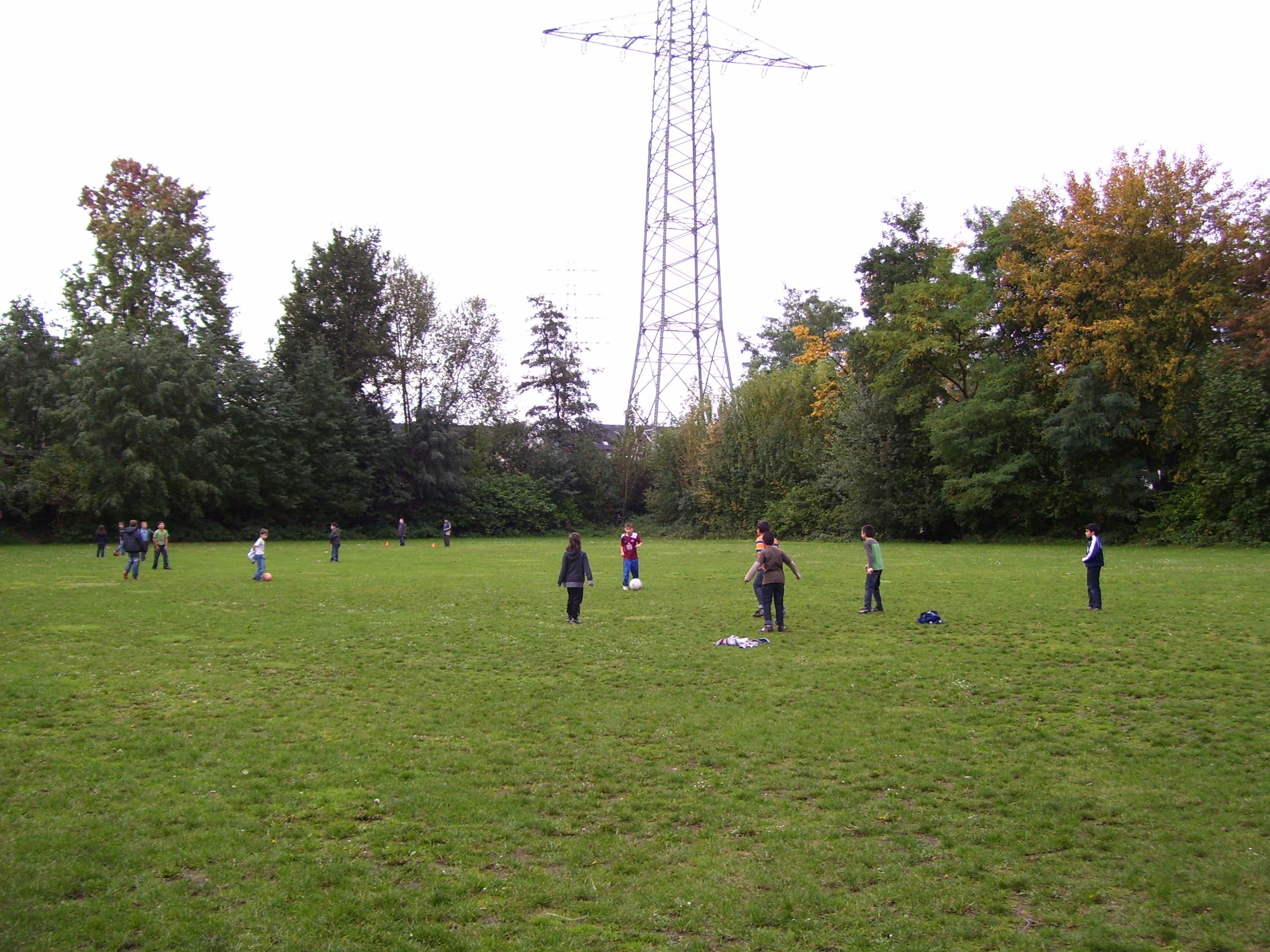 Fußballspielen in den Pausen